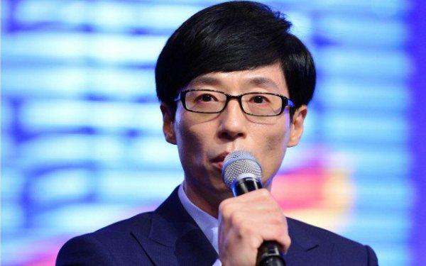 Không sở hữu ngoại hình đẹp như nhiều đồng nghiệp khác nhưng Yoo Jae Suk có khiếu dẫn chương trình rất duyên. Thái độ thân thiện và lịch sự của chú châu chấu cũng ghi điểm không nhỏ với khán giả. Yoo Jae Suk chính là người nổi tiếng ít anti fan nhất tại Kbiz. Nam MC là chủ xị của nhiều chương trình ăn khách như:  Family Outing, Happy Together, Running Man&