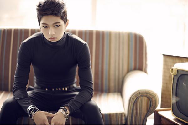 L sở hữu gương mặt lạnh lùng, nam tính, luôn lọt top idol mỹ nam Kpop. Với gương mặt hái ra tiền, ngôi sao nhà Woollim là sự lựa chọn thường xuyên trong các dự án phim ảnh, quảng cáo.