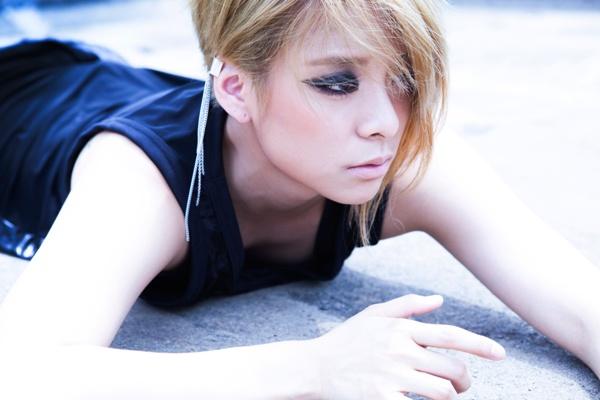 Amber là thành viên được chú ý nhất f(x) khi nhóm mới ra mắt. Phong cách tomboy của cô nàng không chỉ lạ trong đội hình nhóm mà còn nổi bật giữa rừng sao nữ Kpop nói chung.