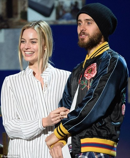 Margot Robbbie và Jared Leto.