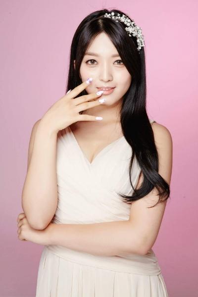 Em út Chan Mi là thành viên kém nổi tiếng nhất AOA. Cô nàng cho biết từng cảm thấy tủi thân trước sự nổi tiếng của các chị.