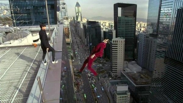 Trong bộ phim từng gây sốt Vì sao đưa anh tới, nam diễn viên Shin Sung Rok thủ vai phản diện. Anh bị mỹ nam ngoài hành tinh (Kim Soo Hyun đóng) đẩy xuống từ trên tầng thượng của tòa nhà.