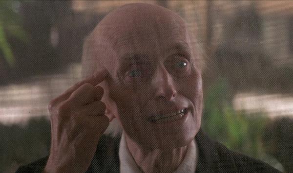 Poltergeist  là bộ phim ma ám nổi tiếng nhất trong lịch sử điện ảnh. Hàng loạt diễn viên tham gia 3 phần phim đều bị chết vì nhiều lý do, có lẽ vì vậy nên  Poltergeist càng trở nên đáng sợ hơn. Một trong những ám ảnh kinh hoàng nhất loạt phim là nhân vật Henry Kane, ông già ma quỷ với