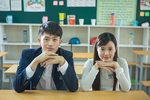 . Đặc biệt là phần đồng phục nam sinh của phim vô cùng bắt mắt, được thiết kể tinh tế không hề thua kém các phim học đường xứ Hàn, Nhật hay gần đây là Thái Lan.