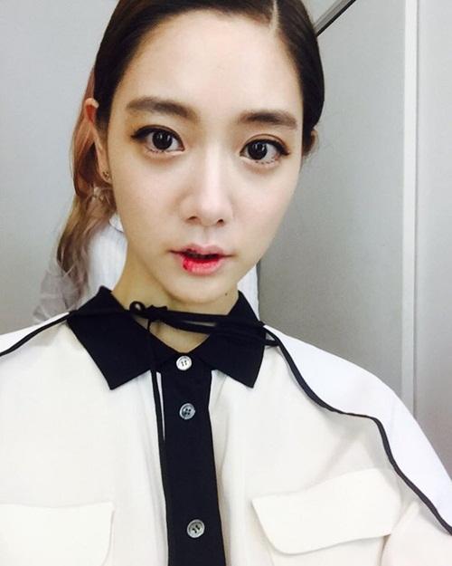 sao-han-18-8-baek-hyun-mat-non-choet-mina-om-momo-tinh-cam-2-5