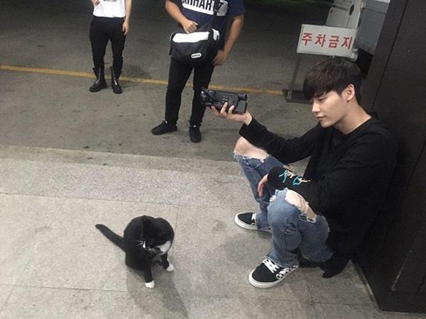 sao-han-18-8-baek-hyun-mat-non-choet-mina-om-momo-tinh-cam-2-1