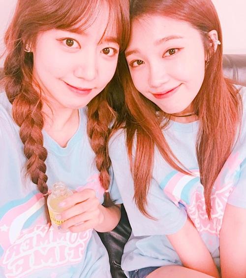 sao-han-18-8-baek-hyun-mat-non-choet-mina-om-momo-tinh-cam-7