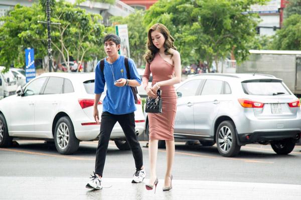 Chiều 20/8, Elly Trần tham dự sự kiện ra mắt sản phẩm của một viện chăm sóc sắc đẹp mà cô làm đại sứ thương hiệu.