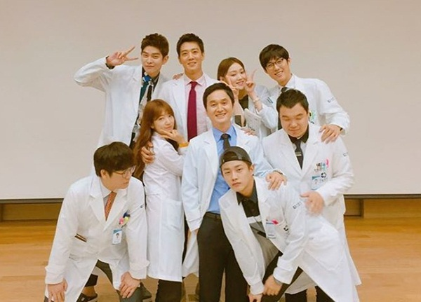 sao-han-23-8-kim-yoo-jung-gia-trai-nhi-nho-kim-rae-won-om-ap-park-shin-hye-3