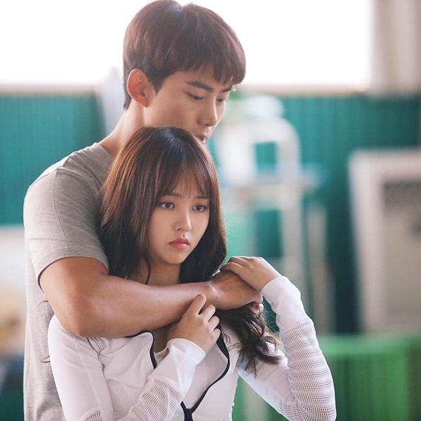 sao-han-23-8-kim-yoo-jung-gia-trai-nhi-nho-kim-rae-won-om-ap-park-shin-hye-7