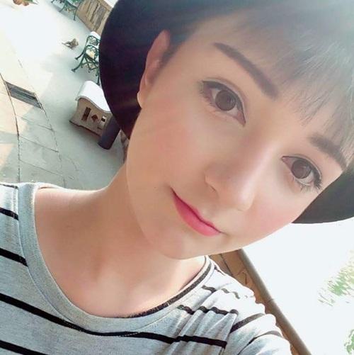 Diện mạo xinh xắn được ví như búp bê của nam sinh 15 tuổi thu hút sự chú ý trên   mạng Thái Lan.