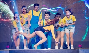 Sao Việt bơ như không sau khi 'vồ ếch' trên sân khấu