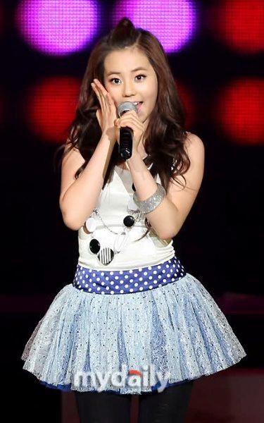 6-idol-kpop-doi-van-nho-ly-do-nghe-nhu-dua