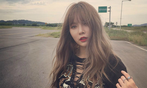 Sao Hàn 26/8: Hyun Ah kiễng chân ăn gian chiều cao, Hyo Min dáng siêu hot
