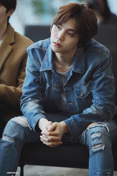 Johnny sinh ngày 9/2/1995, tên thật là Seo Young Ho, hiện thuộc dự án SM Rookies, là Hàn kiều sinh ra và lớn lên tại Chicago, Mỹ. Johnny là một trong những thực tập sinh nổi tiếng nhất trong cộng đồng fan SM đồng thời là thực tập sinh lâu năm nhất của công ty này.