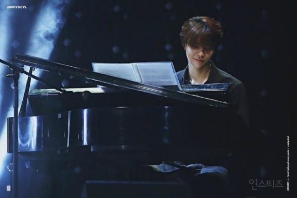 Nhiều fan cho biết, họ rất mong mỏi SM cho Johnny ra mắt, dù là hoạt động solo hay là thành viên nhóm nhạc. Fan đã nhiều lần ý kiến với công ty giải trí lớn nhất Hàn Quốc để Johnny được giải phóng khỏi bóng tối, trở thành một idol thực thụ.