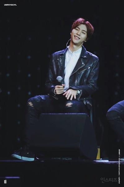 Tính theo tuổi Hàn, Johnny năm nay đã 22, độ tuổi được xem là khá dừ đối với một thực tập sinh Kpop. Rất nhiều netizen đề nghị SM nên cho anh chàng ra mắt ngay trong năm nay, sau màn chào sân Kpop của nhóm nhỏ NCT Dream.