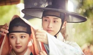 3 mỹ nam Kpop đẹp ngẩn ngơ trong tạo hình cổ trang