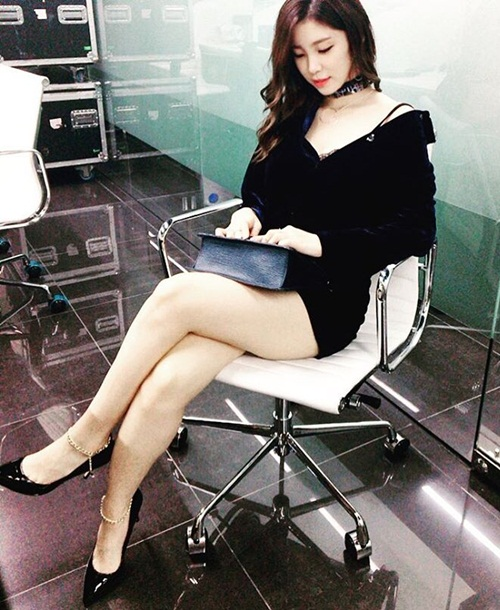 sao-han-31-8-goo-hara-mat-moc-pho-phac-lee-sung-kyung-da-trang-non-na-2-2
