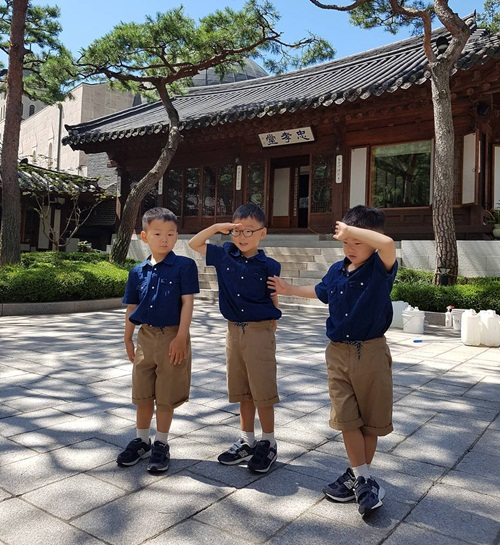 sao-han-31-8-goo-hara-mat-moc-pho-phac-lee-sung-kyung-da-trang-non-na-2-6