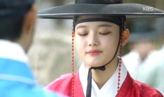 ke-eyeliner-sanh-dieu-iu-kim-yoo-jung-mat-diem-trong-phim