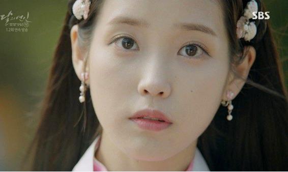 ke-eyeliner-sanh-dieu-iu-kim-yoo-jung-mat-diem-trong-phim-3