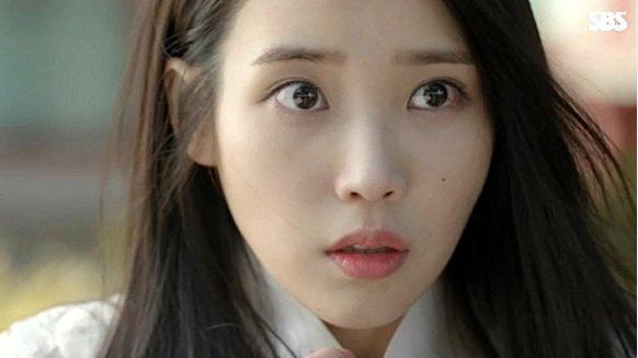 ke-eyeliner-sanh-dieu-iu-kim-yoo-jung-mat-diem-trong-phim-4