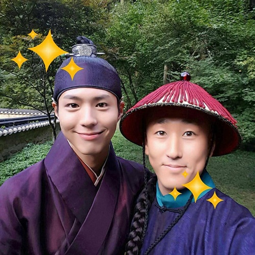 Sao Hàn 5/9: Park Seo Joon tóc vàng hoe, Tae Yeon khoe eo thon đáng ghen tỵ