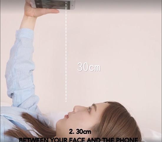 2-tuyet-chieu-chup-anh-selfie-luc-moi-ngu-day-ao-nhu-hot-girl-8