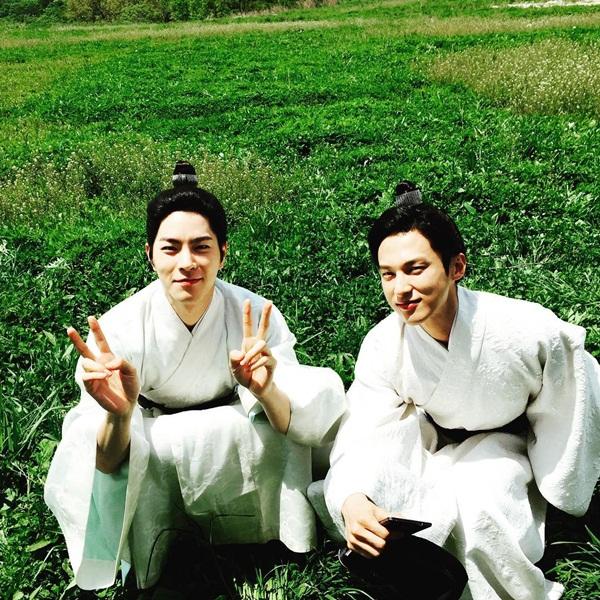 sao-han-10-9-seol-hyun-mat-tron-xoe-hyo-sung-ao-chat-nhu-sap-bung-cuc-1