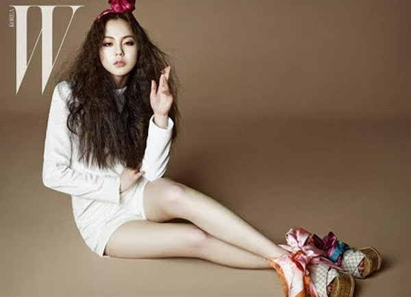 Sohee có cặp chân thon mịn, và phần đầu gối được đánh giá là hoàn hảo nhất trong số các sao nữ Hàn Quốc.
