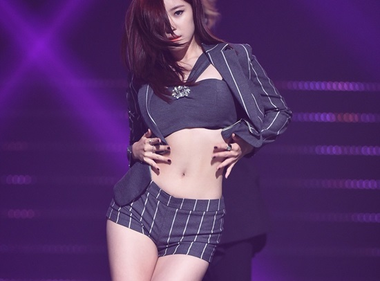 4-idol-han-sexy-theo-chun-tay-nhung-van-bi-fan-lac-dau-5