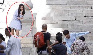 Jun Ji Hyun mặc luộm thuộm vẫn đẹp sang chảnh trong phim mới