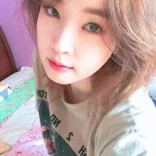 sao-han-17-9-kim-yoo-jung-mat-trang-boc-sulli-nho-be-nhu-hoc-sinh-2-6
