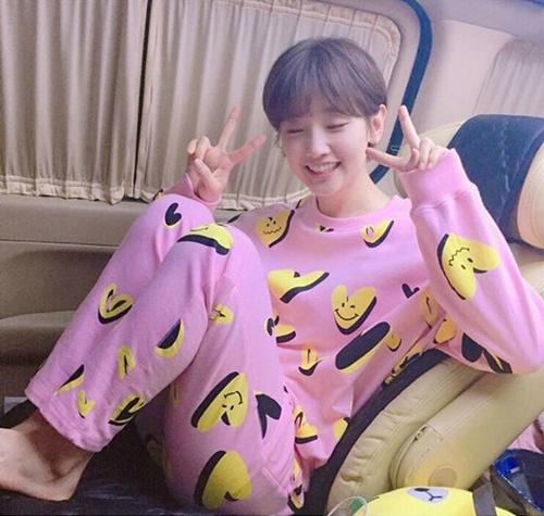 sao-han-17-9-kim-yoo-jung-mat-trang-boc-sulli-nho-be-nhu-hoc-sinh-7