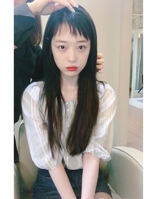 sao-han-17-9-kim-yoo-jung-mat-trang-boc-sulli-nho-be-nhu-hoc-sinh-2-7