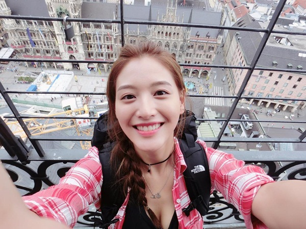 sao-han-20-9-krystal-bi-photoshop-khong-nhan-ra-na-eun-hung-ho-vai-ao-goi-cam-2-5