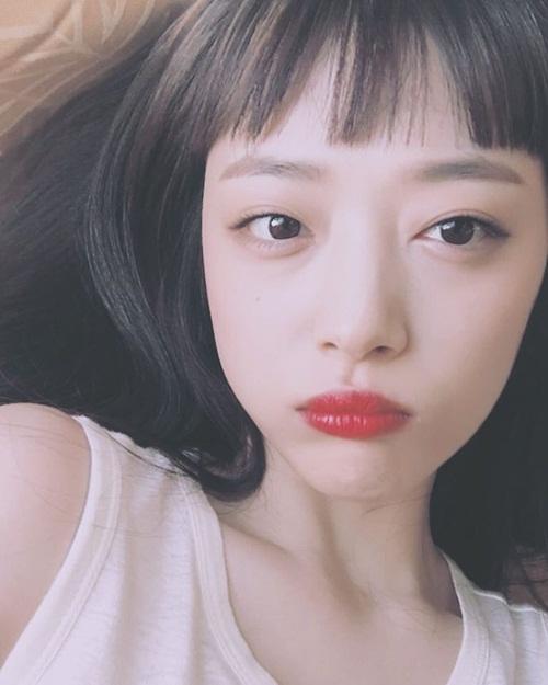 sao-han-21-9-hyun-ah-lo-dui-to-voi-ao-giau-quan-sulli-mai-ngo-dang-yeu-2-5