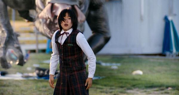 Không đi theo lối doạ dẫm người xem, bộ phim tập trung khai thác cảm xúc của các nhân vật đồng thời phản ánh vấn nạn ô nhiễm môi trường.