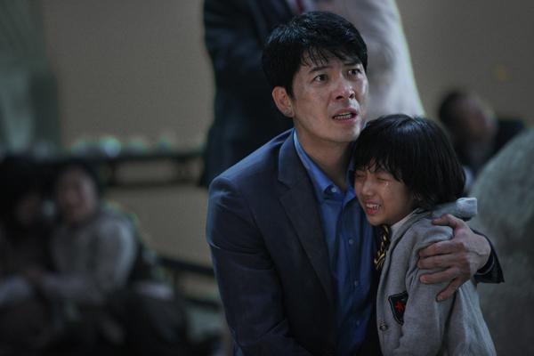 5-phim-han-de-tai-tham-hoa-gay-xuc-dong-hon-ca-train-to-busan-3
