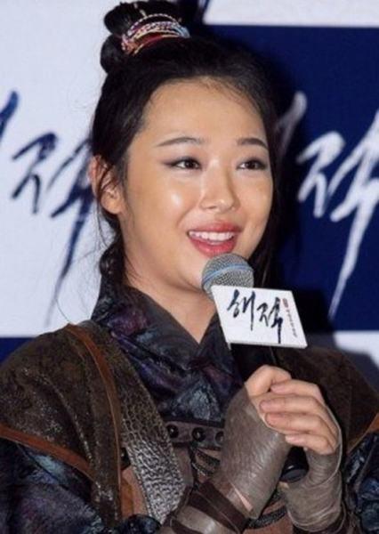 tao-hinh-man-anh-xau-de-doi-cua-8-idol-kpop-10