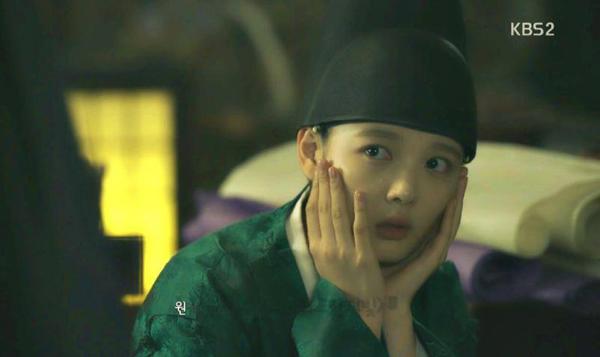 kim-yoo-jung-khien-fan-xuyt-xoa-vi-ban-tay-qua-dep-trong-may-hoa-anh-trang-3