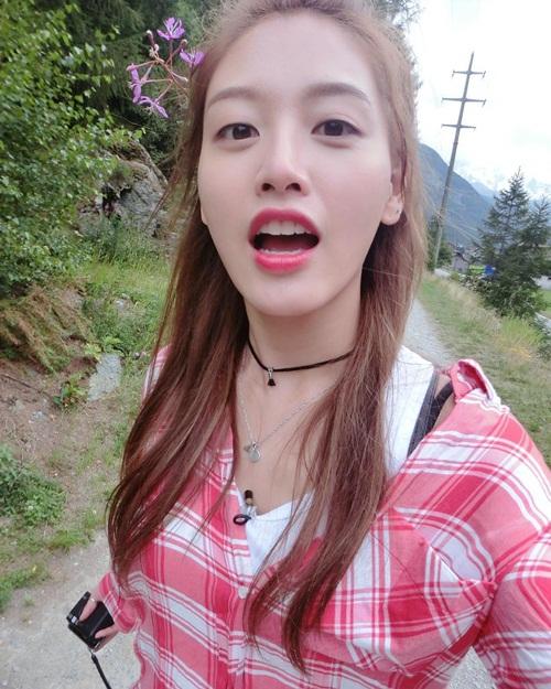sao-han-27-9-bo-gum-nam-tay-yoo-jung-dara-dien-xi-tai-hac-am-ra-san-bay-2-4