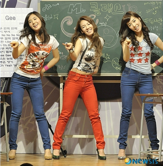 8-idol-nu-kpop-minh-dai-chan-ngan-2-1