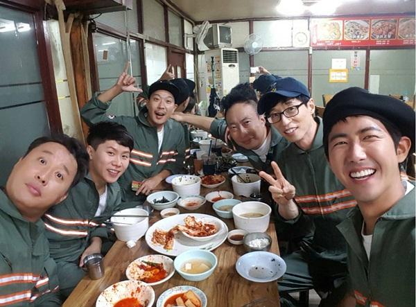 sao-han-30-9-kim-so-hyun-mat-moc-kem-tuoi-bo-gum-duoc-thom-ma-suong-ron-2