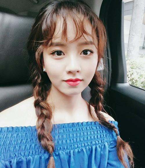 sao-han-2-10-hyun-ah-di-giay-kieu-pha-hoai-kim-so-hyun-tet-toc-xinh-yeu-6