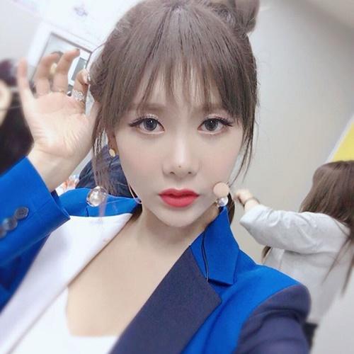 sao-han-2-10-hyun-ah-di-giay-kieu-pha-hoai-kim-so-hyun-tet-toc-xinh-yeu-2-6
