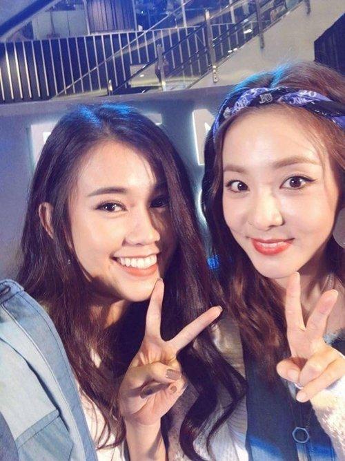 sao-viet-xinh-ngang-ngua-trong-nhung-lan-selfie-voi-my-nhan-han-4