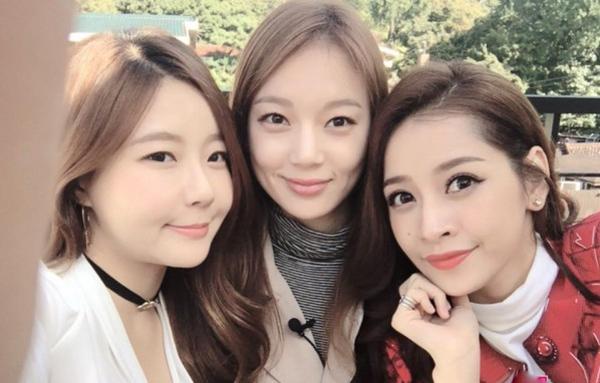 sao-viet-xinh-ngang-ngua-trong-nhung-lan-selfie-voi-my-nhan-han-1
