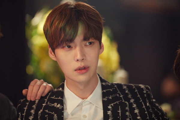korea-drama-awards-song-joong-ki-trang-tay-ahn-jae-hyun-la-ngoi-sao-toan-cau